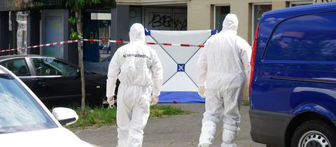 Kriminaltechniker am Tatort im Kasseler Stadtteil Nord-Holland