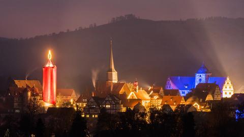 Schlitzer Weihnachtsmarkt mit der Rekord-Kerze.