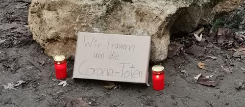 Kerzen und Gedenken am Friedberger Platz.