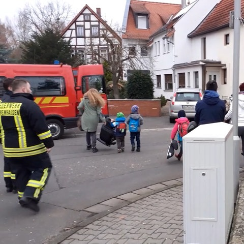 Die Evakuierung war am Morgen im vollen Gange - und betraf auch die Jüngsten.