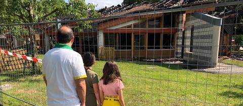 Betroffene Kinder und Eltern machten sich ein Bild von Brandstelle