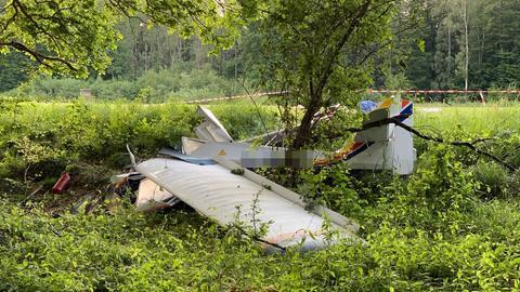 Absturzstelle des Kleinflugzeugs in einem Waldstück bei Elz.