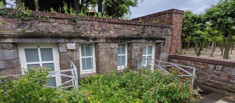 Historisches Toilettenhäuschen auf der Mathildenhöhe in Darmstadt