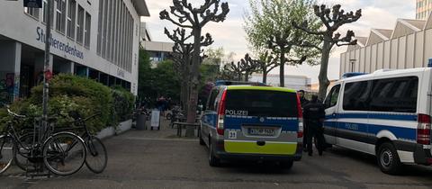 Personenkontrollen der Polizei auf dem Uni-Campus in Bockenheim