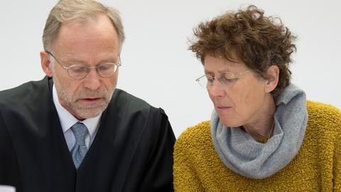 Kristina Hänel und ihr Verteidiger bei der Gerichtsverhandlung