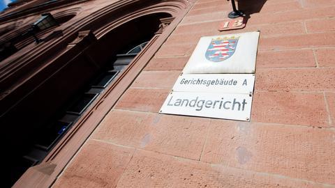 Eingangsportal des Landgerichts Darmstadt