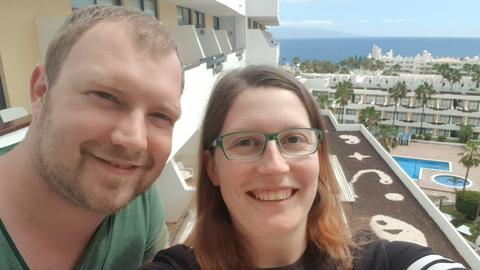 Kasseler Touristen in Hotelanlage auf Teneriffa