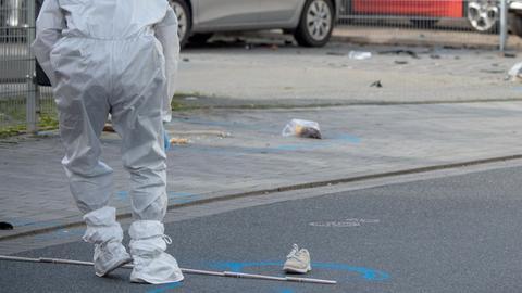 Ein Mitarbeiter der Spurensicherung an dem Ort, an dem Imad A. im Oktober 2019 seine Frau ermordete.