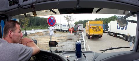 Lkw-Fahrer Autobahnparkplatz