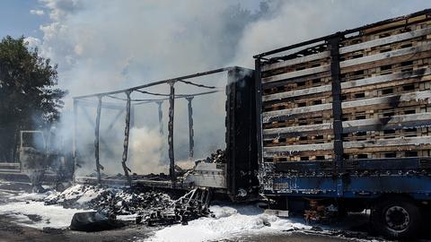 Ausgebrannter Lkw auf der A7 bei Fulda