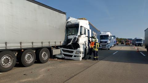 Unfallstelle auf der A7 - mehrere Lastwagen sind ineinander gefahren