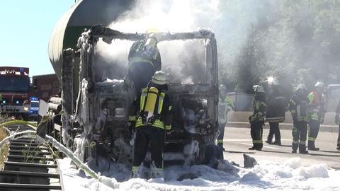 Unfall A7 Bad Hersfeld Löscharbeiten