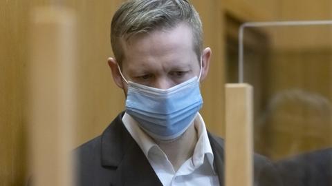 Stephan Ernst mit Maske im Gerichtssaal