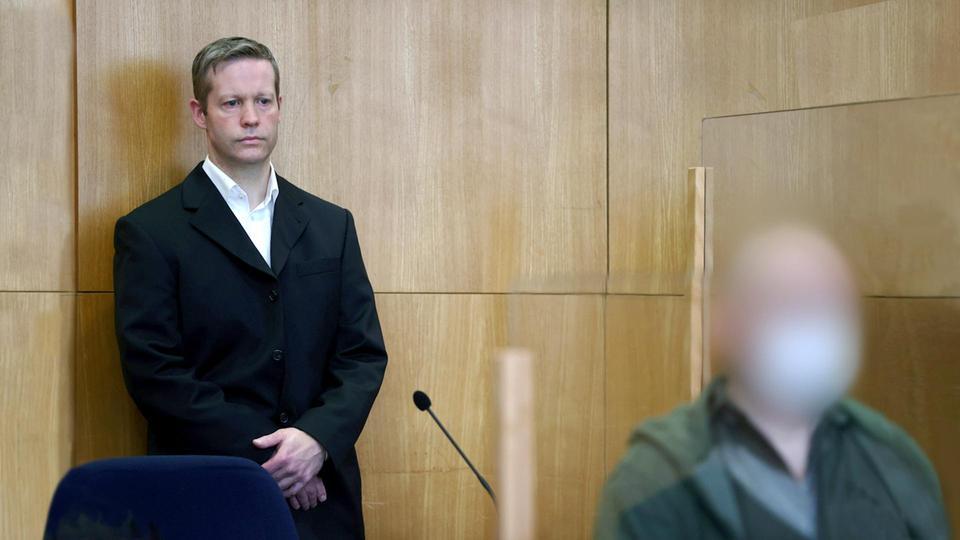 Die Angeklagten im Mordfall Lübcke, Stephan Ernst und Markus H., vor Gericht