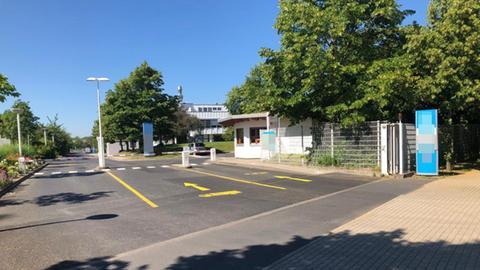 Einfahrt zum Firmengelände des Bahnzulieferers in Kassel, wo Stephan E. arbeitete