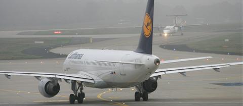 Lufthansa-Maschine auf dem Rollfeld