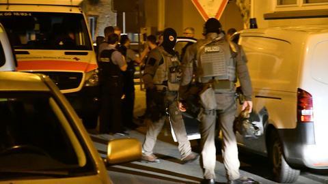 Spezialeinsatzkräfte der Polizei am Einsatzort in Büttelborn.