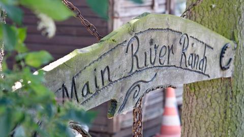 """Das Eingangsschild zum Pferdehof """"Main-River-Ranch"""" in Maintal"""