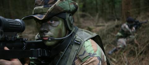 Niederländische Soldaten im Manöver (Archivbild)