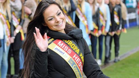 Die damalige Miss Hessen Mareike Kiel im Februar 2015 bei einem Fußballspiel.