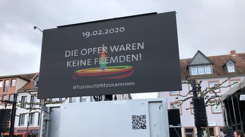 Die Trauerfeier wird am Abend live auf den Marktplatz in Hanau übertragen.