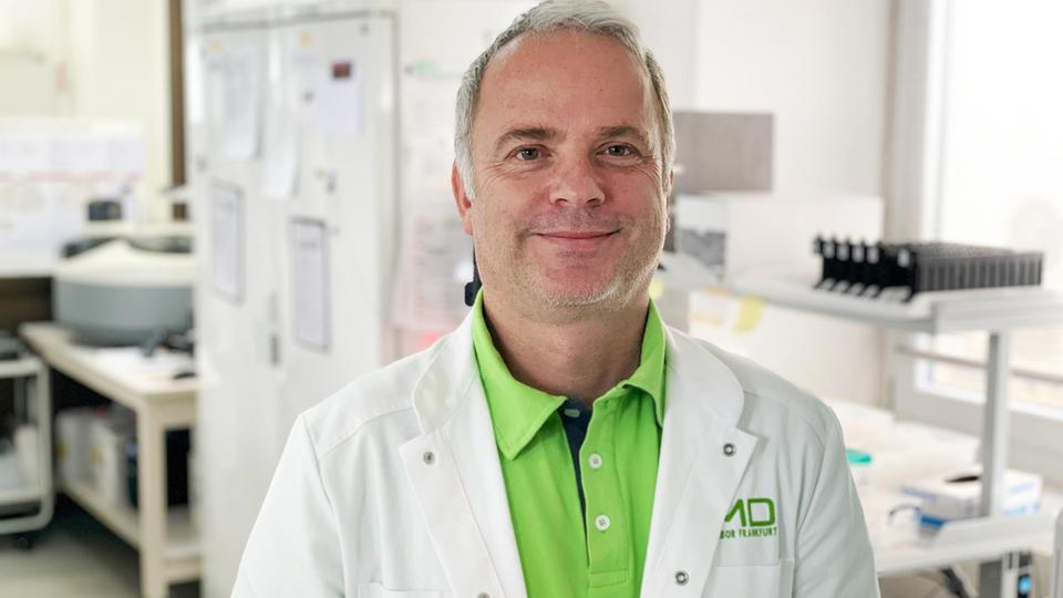 Der Virologe Martin Stürmer im Labor