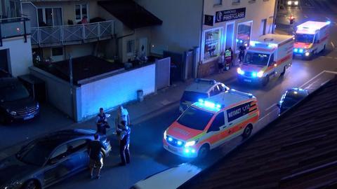 Polizei und Notarzt am Tatort