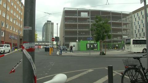 Absperrband markiert den Tatort am Busbahnhof in Frankfurt.