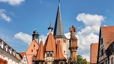 Das historische Rathaus auf dem Marktplatz in Michelstadt (Odenwald)