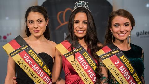 Naima Diesner, Saida Rovcanin und Paulina Pläger (von links), die Zweit-, Erst- und Drittplazierte bei der Wahl zur Miss Hessen 2019