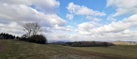 Das Panoramafoto vom Lahn-Dill-Bergland hat uns hessenschau.de-Nutzerin Ilona Nickel aus Siegbach-Tringenstein geschickt.