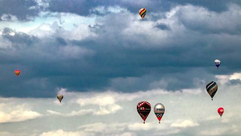 """up and away - Ballons über Mittelhessen"", schreibt uns hessenschau.de-Nutzer Michael Obert aus Wetzlar zu seinem Foto."