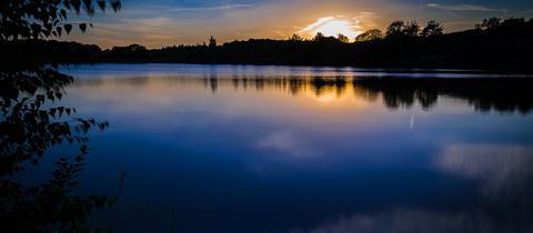 Momentaufnahme: ein blauer Sonnenuntergang
