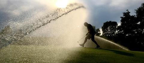 Momentaufnahme - Abkühlung auf dem Golfplatz