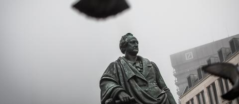 Momentaufnahme - Goethe Denkmal Nebel