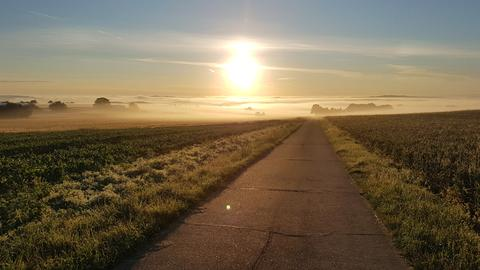 Auf seinem Arbeitsweg hat hessenschau.de-Nutzer Michael Gomolla diesen Sonnenaufgang zwischen Hüttenberg und Wetzlar-Münchholzhusen fotografiert.