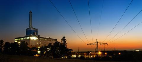 Kraftwer in Kassel bei Sonnenaufgang