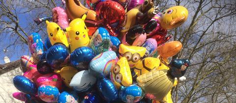 Luftballons beim Rosenmontagsumzug in Neu-Isenburg.