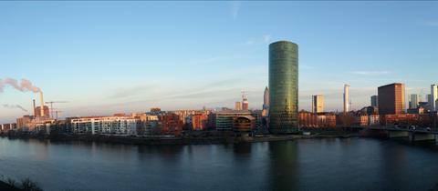 """""""Dieses Foto habe ich am Donnerstagmorgen am Main-Ufer neben der Friedensbrücke in Frankfurt gemacht"""", schreibt uns hessenschau.de-Nutzer Jörg Ebner von Eschenbach. Haben Sie auch ein außergewöhnliches Bild aus Hessen? Dann schicken Sie uns Ihr Foto an foto@hessenschau.de."""