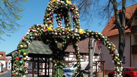 """Einen schönen Ostergruß hat uns Nutzerin Eva Rau geschickt. """"Die Landfrauen aus Nidderau-Ostheim (Main-Kinzig) haben geschmückt"""", schreibt sie uns."""