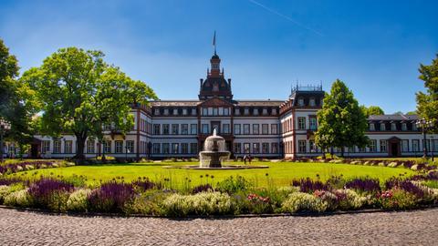 Dieses Foto von Schloss Philippsruhe in Hanau unter strahlend blauem Himmel hat hessenschau.de-Nutzer Tobias Rehbein aufgenommen.