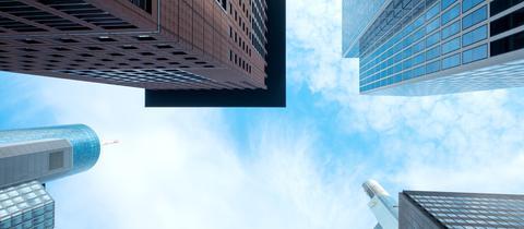 Momentaufnahme - Frankfurter Skyline von unten