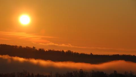 Sonnenaufgang und aufsteigender Nebel über Battenberg. Das Foto schickte uns hessenschau.de-Nutzerin Kathrin Wenzel.