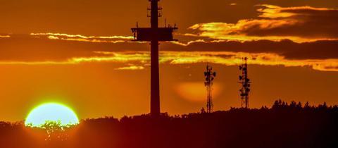 """""""Was ein Sonnenuntergang auf der Herchenhainer Höhe"""", schreibt uns hessenschau.de-Nutzer Mathias Kipper zu seinem Foto."""