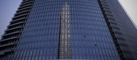 Spiegelung vom Messeturm in Frankfurt