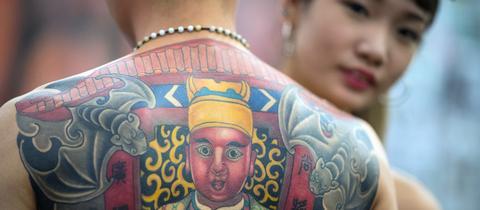 Zwei Tattoo-Models