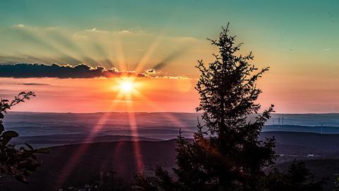 Den Sonnenuntergang auf dem Großen Feldberg im Taunus hat hessenschau.de-Nutzer Christoph Molderings mit seiner Kamera eingefangen.