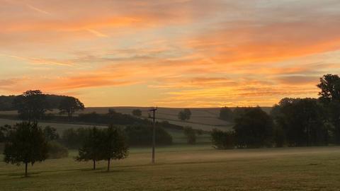 Feld bei Sonnenaufgang
