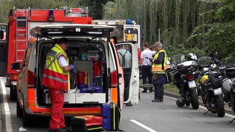 Helfer an der Unfallstelle bei Bensheim
