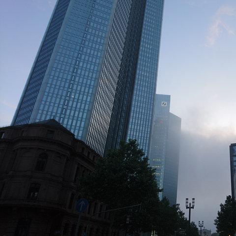 Frühnebel Deutsche Bank Frankfurt